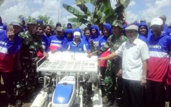 Kodim Kapuas Tanam Padi Serentak 200 Hektare di Sei Pitung