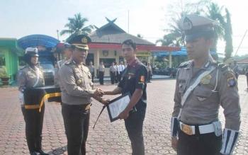 Ilustrasi: Kapolres Barut AKBP Roy HM Sihombing (dua kiri): Kapolres memimpin serah terima jabatan dua perwira Polres Barito Utara, Senin (21/11/2016). BORNEONEWS/PPOST/AGUS SIDIK