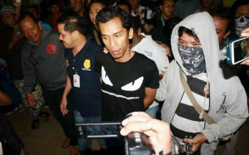 Iberahim ketika digiring anggota Ditresnarkoba Polda Kalteng di Bandara Tjilik Riwut Palangka Raya, Kamis (22/9/2016) malam.
