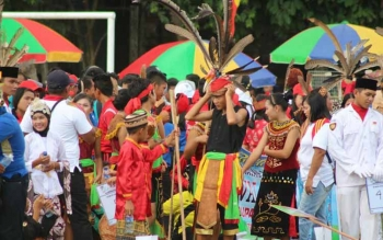 Atraksi budaya di Kabupaten Lamandau. Pemerintah Kabupaten Lamandau terus berupaya membangun bidang kepariwisataan. BORNEONEWS/HENDI NURFALAH