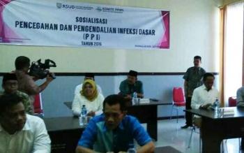 Para bakal calon bupati dan wakil bupati Kabupaten Kotawaringin Barat perode 2017-2022 saat menjalani tes psikologi di RSUD Sultan Imanuddin, Pangkalan Bun. Minggu (25/9/2016). BORNEONEWS.FAHRUDDIN
