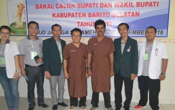 Pasangan bakal calon Bupati-Wakil Bupati Barito Selatan 2017-2022 dari jalur perseorangan, Kisno Hadi-Rikianoor Rahman usai menjalani tes kesehatan. BORNEONEWS/URIUTU DJAPER