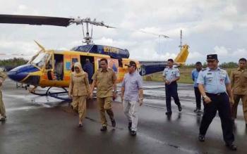 Gubernur Kalimantan Tengah, Sugianto Sabran meninjau posko penanganan karthutla dan hangar helikopter water boombing di Bandara Iskandar, Pangkalan Bun. BORNEONEWS/FAHRUDDIN