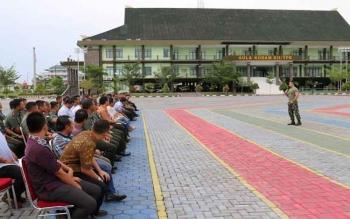 Pangdam XII/Tanjungpura, Mayjen Andika Perkasa, memimpin rapat penyelenggaraan Gebyar Pesta Rakyat. Acara yang menghadirkan artis-artis ibukota itu, diselenggarakan Jumat (30/9/2016), di lapangan Makodam. BORNEONEWS/PENDAM TANJUNGPURA