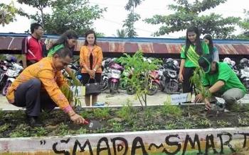 Ilustrasi: SMA Negeri 2 Kuala Kapuas dinobatkan sebagai sekolah berbasis Adiwiyata. Baru sebagian sekolah di Kapuas yang menerapkan Kurikulum 2013. BORNEONEWS/DJEMMY NAPOLEON