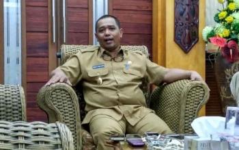 Wakil Gubernur Kalimantan Tengah Habib H Said Ismail menyampaikan informasi soal dicapainya kesepakatan antara legislatif dan eksekutif terkait Rencana APBD Perubahan tahun 2016 di ruang kerjanya, Selasa (27/9/2016). BORNEONEWS/RONI SAHALA