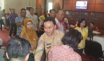 Gubernur Suginto Sabran datang ke Kantor Dinas Dukcapil Palangka Raya untuk membuat perekaman E-KTP.