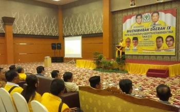Plt Sekretaris DPD Partai Golkar Provinsi Kalteng Aprian Noor, memberikan sambutan sekaligus membuka Musda DPD Partai Golkar Kotim, di Aula Aquarius Boutique Hotel Sampit, Kamis (29/9/2016). BORNEONEWS/M. RIFQI