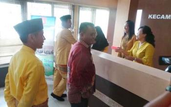 Camat Arsel, Rodi Iskandar saat mendampingi Bupati Bengkayang, Kalimantan Barat beserta 17 camat mengunjungi Kabupaten Kotawaringin Barat, Kamis (29/9/2016). BORNEONEWS/DOK