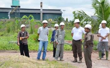 Anggota Komisi II DPRD Kotawaringin Timur, Otjim Supriatna menyoroti dugaan pembuangan limbah pabrik kelapa sawit (PKS) PT Bangkitgiat Usaha Mandiri (BUM). BORNEONEWS/M. RIFQI