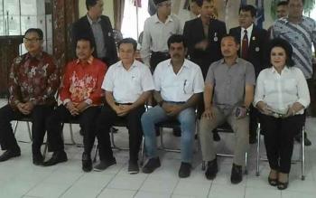 Tiga bakal calon bupati Barito Selatam pada saat melakukan tes kesehatan, baru-baru ini. BORNEONEWS/LAILY MANSYUR