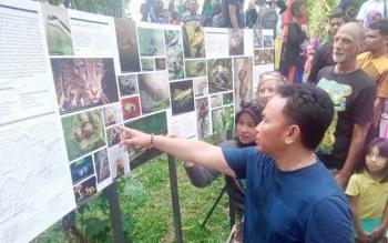 Gubernur Kalteng, Sugianto Sabran membuka pameran foto I'm the forest di Subud, Kompleks Rungan Sari, Kelurahan Sei Gohong, Kecamatan Bukit Batu, Palangka Raya, Minggu (2/10/2016) pukul 16.00 WIB. BORNEONEWS/BUDI YULIANTO