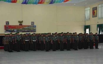 Kepala Staf Kodam XII/Tanjungpura, Brigjen TNI Ahmad Supriyadi menerima laporan Korps kenaikan pangkat 96 Perwira jajaran Kodam XII/Tpr, Senin (3/10/2016). BORNEONEWS/PENDAM TANJUNGPURA