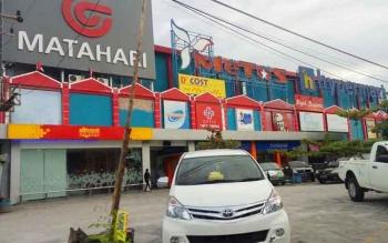 Metos yang berada di antaranya swalayan Matahari dan Hypermart Jalan Yosudarso, inilah tempat dimana Andi sebagai karyawan security. BORNEONEWS/BUDI YULIANTO