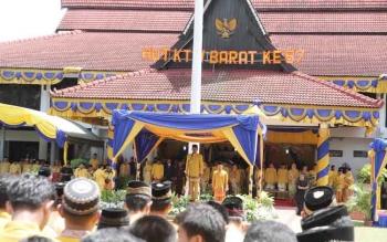 Bupati Kotawaringin Barat, Bambang Purwanto menjadi Inspektur Upacara pada upaya peringatan HUT ke-57 Kabupaten Kotawaringin Barat 2016, Senin (3/10/2016). BORNEONEWS/ANDREANSYAH