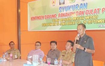 Ketua Pengprov Dayung Kalteng, Sipet Hermanto memberikan sambutan sesaat sebelum acara makan bersama, Selasa (4/10/2016). BORNEONEWS/ROKIM