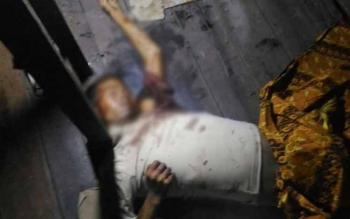 Kondisi almarhum Hamrani (29), tampak tergeletak di dalam sebuah rumah kosong, Selasa (4/10/2016) malam. BORNEONEWS/DJEMMY NAPOLEON