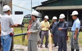 Anggota Komisi II DPRD Kotim yang membidangi perekonomian, pertanian, kelautan dan perikanan, saat melakukan peninjauan lapangan di kawasan industri untuk memperkuat tugas pokok dan fungsi DPRD, beberapa waktu lalu.