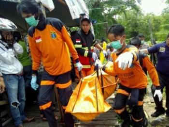 Mayat membusuk ditemukanpemotong rumput di lahan milik Ahok, Jumat (7/10/2016). BORNEONEWS/BUDI YULIANTO