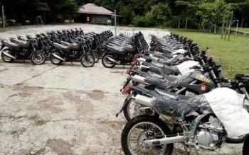 Puluhan unit kendaraan roda dua yang baru di terima Polres, tampak berjejer di Halaman Mapolres Lamandau, belum lama ini.