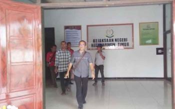 Adrianur kontraktor yang terlibat kasus pengadaan barang di BLH Kotawaringin Timur, ditahan pihak Kejaksaan Kotim, Jumat (7/10/2016). BORNEONEWS/PPOST/SUMIATI