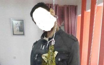 Korban ditemukan dalam keadaan masih tergantung tali ayunan di ruang makan sebuah rumah di Perumahan Bukit Permata, Pangkalan Bun. BORNEONEWS/FAHRUDDIN