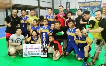 Pemain dan offisial Tim Futsal Karang Taruna Katingan, juara Liga Futsal Perindo putaran pertama tingkat Provinsi Kalteng di Palangka Raya, Sabtu (8/10/2016). Tim ini akan mengikuti putaran final di Jakarta, November 2016. BORNEONEWS/ISTIMEWA