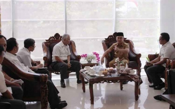 Gubernur Sugianto mendadak melakukan kunjungan ke BPK RI Perwakilan Kalteng. Ia meminta BPK RI turut mengawasi SKPD jajarannya. BORNEONEWS/ROZIKIN