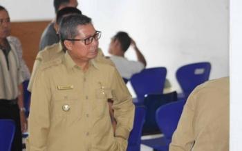 Bupati Seruyan Sudarsono saat melakukan inspeksi mendadak (sidak) pelayanan di RSUD Kuala Pembuang, sekaligus mengecek tingkat kehadiran para tenaga kesehatan dirumah sakit itu beberapa waktu lalu. BORNEONEWS/PARNEN