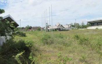 Kondisi Stadion Olahraga Sababila, Desa Sababila, Barito Selatan, memprihatinkan. Stadion yang bersebelahan dengan rumah jabatan Bupati Barsel itu, tidak terpelihara, meski dibangun dengan dana miliaran rupiah. BORNEONEWS/PPOST/H. LAILY MANSYUR