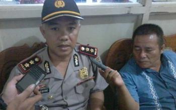 Kapolres Katingan AKBP Tato Pamungkas Suyono saat diwawancarai wartawan di Kantor Bupati Katingan, Rabu (13/10).BORNEONEWS/ABDUL GOFUR