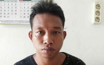 Zaenal alias Enal, 29, pelaku penusukan teman sendiri yang terjadi pada Selasa (11/10) malam, akhirnya menyerahkan diri. BORNEONEWS/DJEMMY NAPOLEON