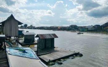 Kondisi Sungai Arut diperparah dengan penangkapan ikan menggunakan Racun dan Setrum. BORNEONEWS/FAHRUDDIN FITRIYA