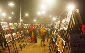 Sekitar 160 foto bakal ditampilkan dalam pameran foto outdoor malam hari dengan tema 'Kobaragam' yang digelar Senin (17/10/2016), bersamaan dengan kegiata pembukaan Kobar Expo di kawasan Pangkalan Bun Park Jalan HM Rafii. DOK BORNEONEWS
