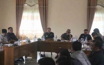 Tampak eksekutif dan legislatif saat melaksanakan rapat koordinasi di Ruang Komisi DPRD Lamandau, baru-baru ini. BORNEONEWS/HENDI NURFALAH