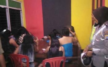 Para pekerja seks komersial di lokalisasi Merong, Barito Utara. Sejumlah PSK mengaku akan pulang kampung jika Pemkab Barut menutup lokalisasi itu pada 2017. BORNEONEWS/RAMADANI