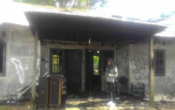 Rumah Dinas BBI yang terleat di Dusun Terantang Desa Natai Sedawak Kecamatan Sukamara habis terbakar. BORNEONEWS/NORHASANAH