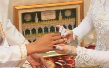 Ilustrasi: Proses tukang cincin usai proses akad nikah. Kepala Pengadilan Agama Sampit, Alpian, Senin (17/10/2016), mencatat, sampai September 2016, terbanyak kasus istri mengajukan cerai dari pada suami. BORNEONEWS/DOK