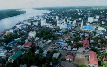 Kota Kuala Pembuang, ibu kota Kabupaten Seruyan dari udara. Bupati Seruyan, Sudarsono, Selasa (18/10/2016), mengungkapkan, daerahnya berstatus tertinggal akibat RTRWP Kalteng belum beres. BORNEONEWS/PARNEN