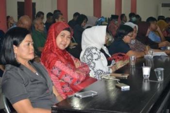 Beberpa kepala dinas sedang mengikuti sidang paripurna DPRD Kota Palangka raya. bORNEONEWS/ROKIM