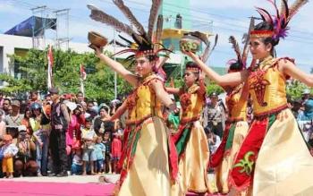Salah satu tarian yang ditampilkan pada acara-acara serta kegiatan di Kabupatena Kotawaringin Timur. Sedangkan saat ini mahasiswa Solo asal Kalteng sedang mempersiapkan diri mengikuti Festival Seni di kota tersebut.