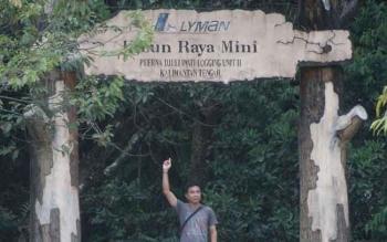 Pintu gerbang penanda lokasi kayu perusahaan HPH PT. Erna Djuliawati, di Kabupaten Seruyan. Bupati Seruyan, Sudarsono, Rabu (19/10/2016) kecewa dengan semua HPH di wilayahnya karena kontribusinya nol persen. BORNEONEWS/PARNEN