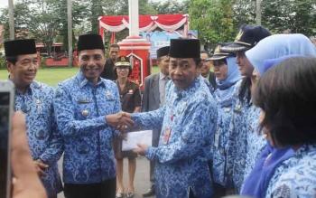 Bupati Kotim Supian Hadi bersama Wakil Bupati M taufiq Mukri serta Sekda Putu Sudarsana pada acara HUT Korpri beberapa waktu lalu.