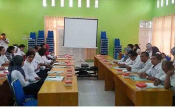 Kepala Dinas Kesehatan Barito Utara, H Robansyah dalam pertemuan Audit Maternal Perinatal (AMP) di Aula Dinkes Barut, kemarin. Barut berupaya menekan angka kematian ibu dan bayi. BORNEONEWS/RAMADANI