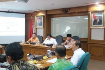 Rapat terbatas Gubernur Kalimantan Tengah Sugianto Sabran dengan Menteri Lingkungan Hidup dan Kehutanan Siti Nurbaya.