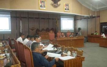 DPRD Kotim saat melakukan pembahasan Perda tentang Organisasi dan Perangkat Daerah, beberapa waktu lalu. Berlakunya perda ini mulai awal 2017 mengharuskan Pemkab Kotim mengisi jabatan perangkat daerah yang baru.