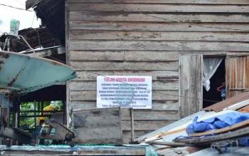 Rumah Andi Asmara yang telah terpasang spanduk penyitaan oleh pengadilan negeri Muara Teweh, pada Kamis (20/10).