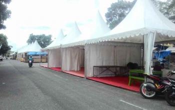 Sejumlah stand pameran dan pasar rakyat masih sepi, Jumat (21/10/2016). Belum diisi oleh kabupaten yang ikut FSQ V di Jalan Maluku, Kabupaten Kapuas. BORNEONEWS/DJEMMY NAPOLEON