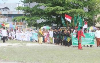Ribuan santri berkumpul di Lapangan Termili Pangkalan Bun memperingati hari santri nasional tahun 2016.
