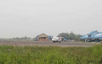 Tampak pesawat Kalstar Aviation di Bandara Haji Asan Sampit. sementara itu, maskapai Garuda Indonesia yang rencananya hendak mengambil rute Sampit, hingga saat ini belum ada kejelasannya. BORNEONEWS/RAFIUDIN